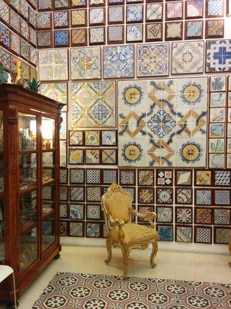 Museum of tiles Stanze al Genio : Un altro angolo della sala da pranzo