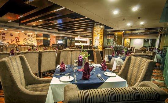 Long Beach Suites Dhaka : Cozzy Sizzler Restaurant