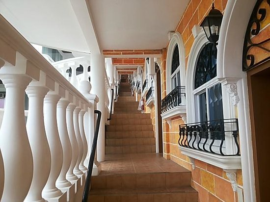 Estancia Resort: Several stairs to Deluxe Rooms
