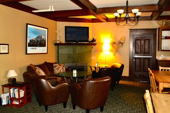 Rocky Mountain B&B: common room