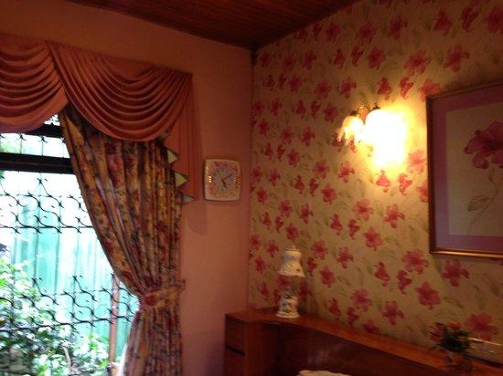 Garden Guest House: Great decor