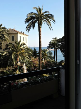 Metropole: hotel room