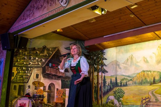 Tyrolean Evenings with the Gundolf Family : Yodelling