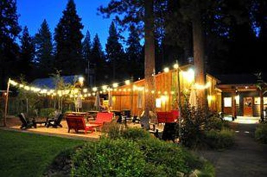 Evergreen Lodge at Yosemite: Beautiful at dusk