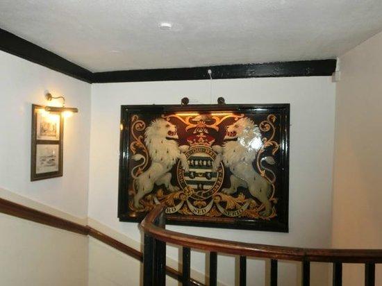 Salisbury Arms Hotel: 2階への階段。