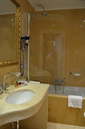 Hotel Al Duca di Venezia: Classic Room bathroom