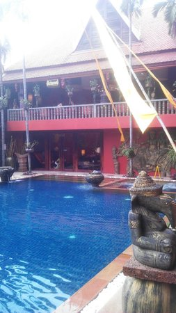 Golden Temple Hotel: Pool & Restaurant upstairs
