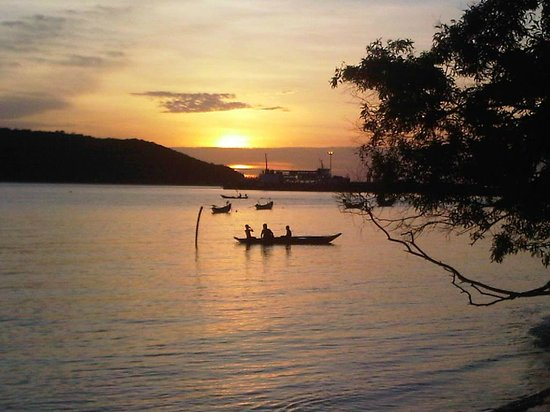 Coco Garden Resort: Sunset over Tong Sala