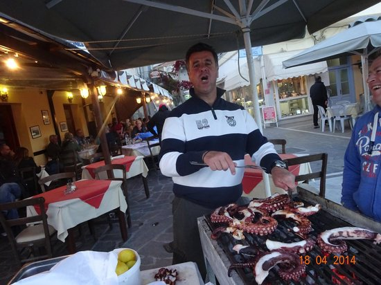 Taverna Oasis Grill : michael , best waiter in poros