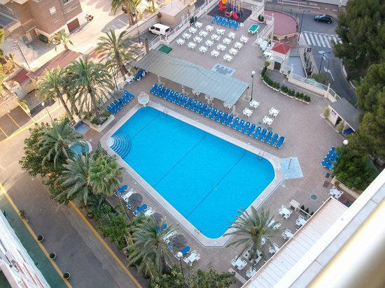 Servigroup Torre Dorada: View from Room 1310 to the Pool Area