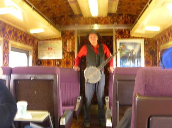 Grand Canyon Railway : THE ENTERTAINMENT ON THE MORNING RUN