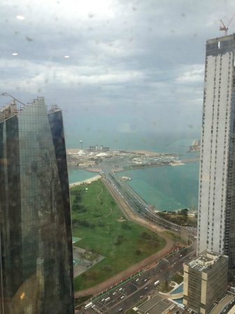 Jumeirah at Etihad Towers: Blick zur Marina MAll