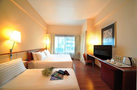 Alpha Genesis Hotel : Deluxe Triple Room
