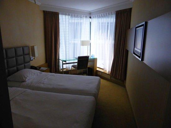 The Kowloon Hotel: 狭いですが、立地の良さで機動性を確保できているので文句は無いです。