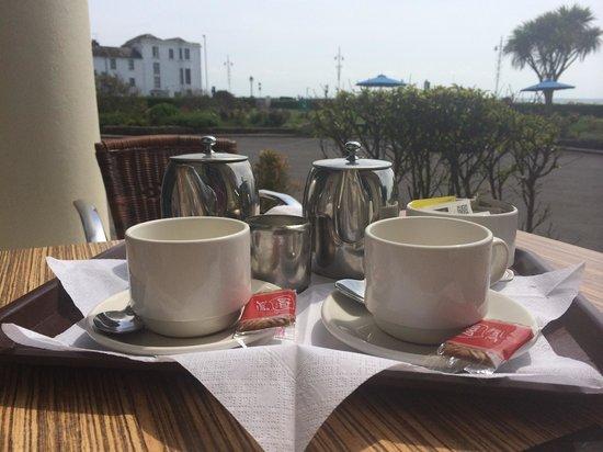 The Royal Norfolk Hotel: Tea on the terrace