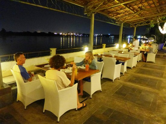 Riverside Serviced Apartments: Blu Restaurant