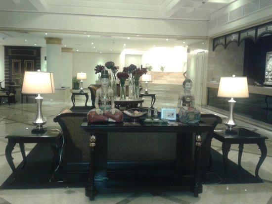 Hotel Santika Premiere Jogja: Lobi hotel