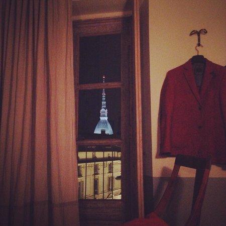 Piazza Castello Apartment: Panorama notturno dal letto