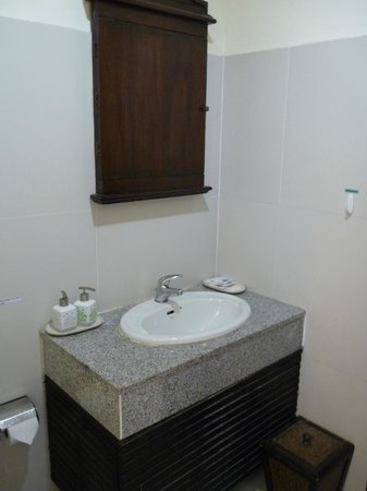 The Royal Nakara: Bathroom - very clean