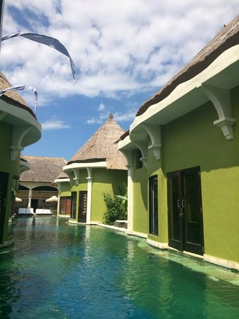 Villa Seminyak Estate & Spa: Pool at the doorstep