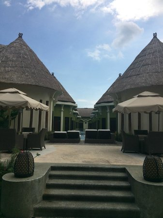 Villa Seminyak Estate & Spa : View of the Huts from Reception area