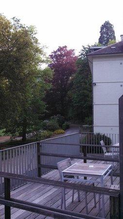 Dinant Castel de Pont à Lesse : Hotel rodeado por uma floresta, próximo da autoban com ótimas acomodações. Local ideal para quem