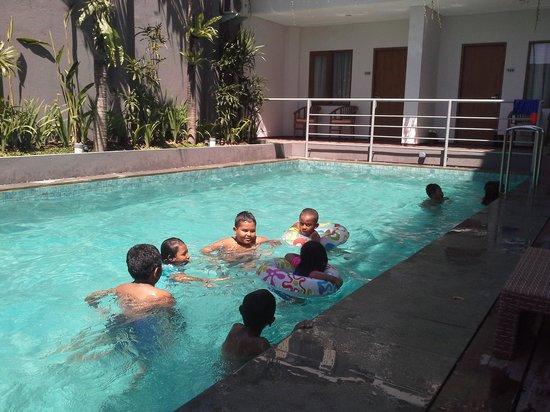 dLima Hotel and Villa : swimming at dlima