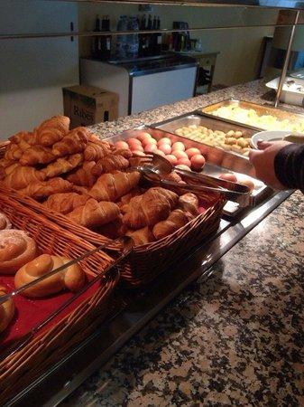 Hotel Metropol : Завтрак (два стола)