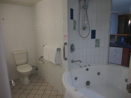 Mantra Mooloolaba Beach Resort: Bathroom