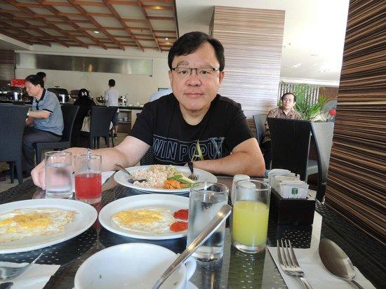 The Tusita Hotel: At breakfast table