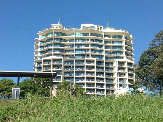 Mantra Mooloolaba Beach Resort : Hotel from beach