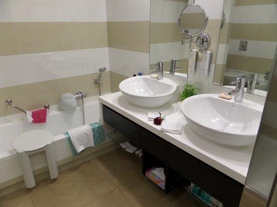 Jardines de Nivaria - Adrian Hoteles- Temporary Closed: Superior room bathroom