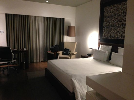 Swissotel Kolkata: very comfortable room