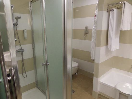 Jardines de Nivaria - Adrian Hoteles: Superior room bathroom shower cubicle