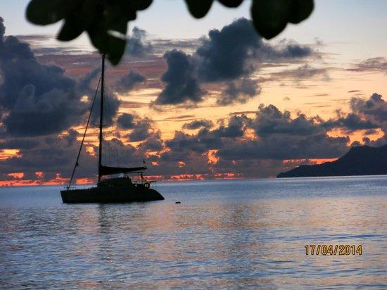 Berjaya Beau Vallon Bay Resort & Casino - Seychelles: Blick vom Hotel auf die Nachbarinsel Silhouette