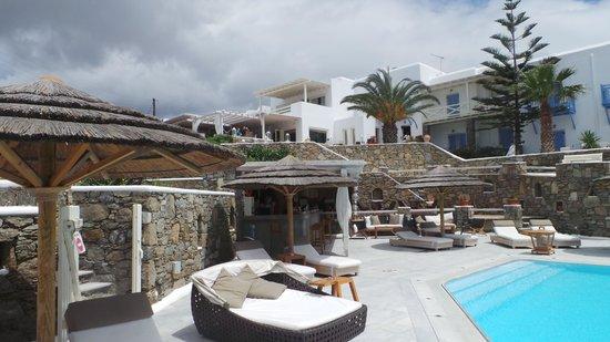 Vencia Hotel: Pool area
