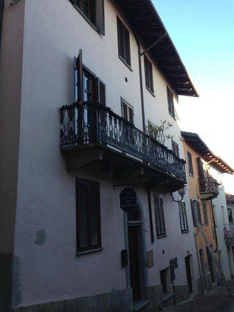 B&B Antiche Melodie: Das Haus, und unser Zimmer mit Balkon
