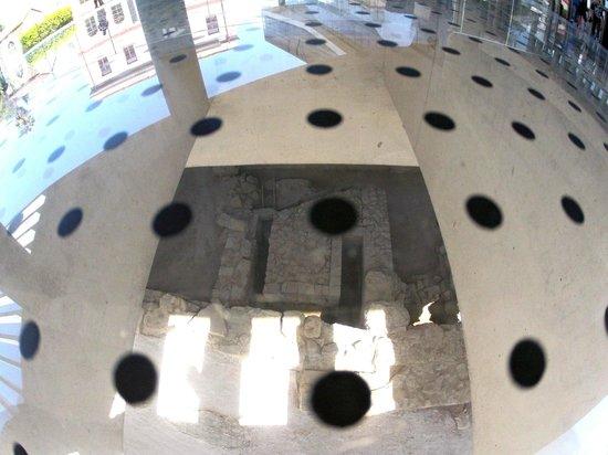 Acropolis Museum: Archeology site underneath glass floor