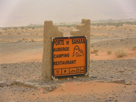 Auberge Hotel Porte De Sahara Ouzina: Welcome at Porte de Sahara