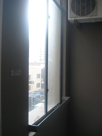 Miller Apartments Adelaide: Balcony window