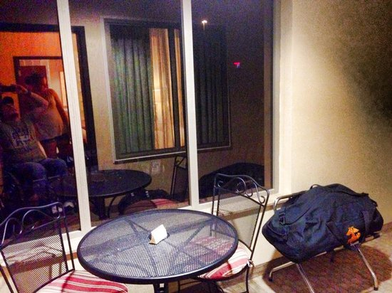 Comfort Suites Univ. of Phoenix Stadium Area: The enclosed balcony
