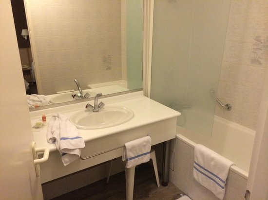 L'Arc en Ciel: salle de bain avec WC séparé