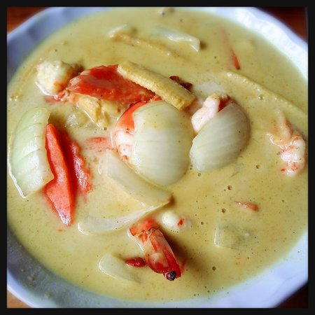 Restauran Jeanette's : unfresh yellow curry with shrimp