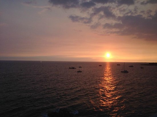 Royal Kona Resort: One of many beautiful sunsets!