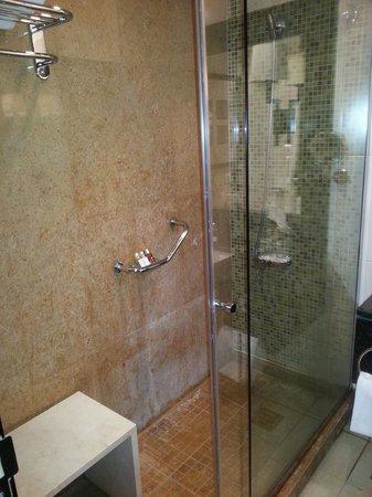 Shaza Al Madina: bathroom