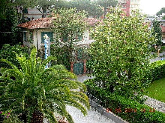 Hotel La Bitta - Pietrasanta: Veduta dal balcone 2° piano