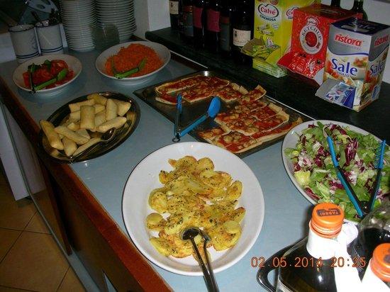 Hotel La Bitta - Pietrasanta: Pizzette, patate gratinate e crescentine
