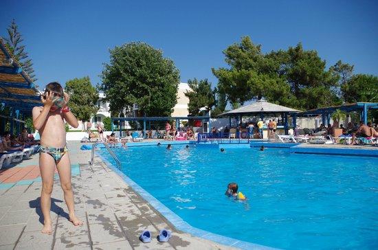 Summer Dream Hotel : la piscina