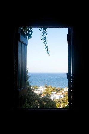 Hersonissos Village Hotel: окно номера с видом на море