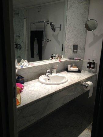 Radisson Blu Edwardian Grafton Hotel: BAGNO CAMERA 216